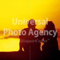 ハワイ 夕日とカップル / hi01-7